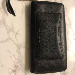 Marc Jacobs continental pebble black wallet